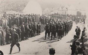 Cestna cela vojinu 1. pl. J.H. pri defile 15.5. 1938