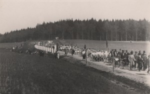 Pruvod do Vlkova u prilezitosti odhaleni pametni desky legionare Vojtecha Smrze.15.5.1938