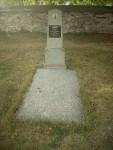 hrob-vojina-ambroze-na-hrbitove-u-kostela
