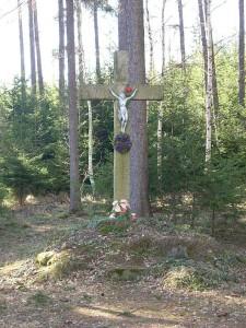 kriz-asi-10m-od-pomniku