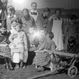 Skupinka postižených dětí zavražděných v Hartheimu