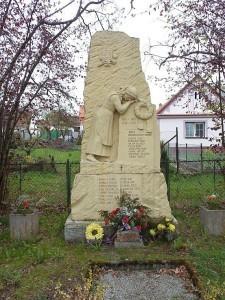 pomnik1-225x300